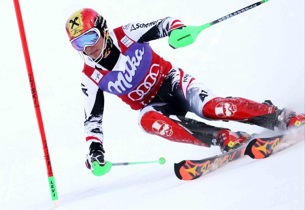Marcel Hirscher esquiando en Levi con los Icon Series.