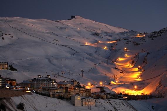 ¿Quieres esquiar bajo la luz de la luna?