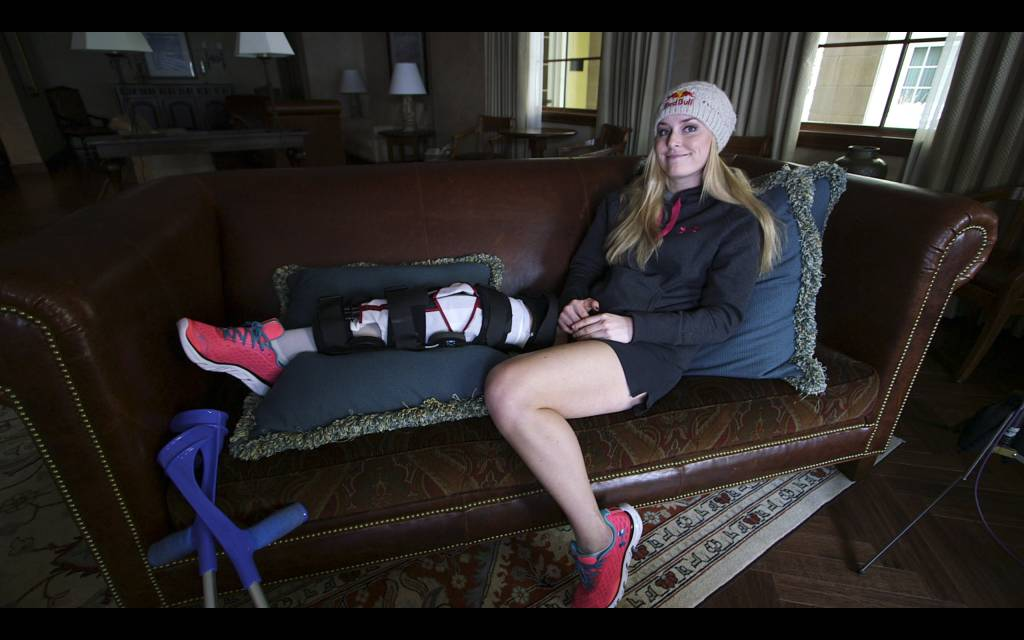Lindsey Vonn recuperándose de su maltrecha rodilla. Foto: Red Bull