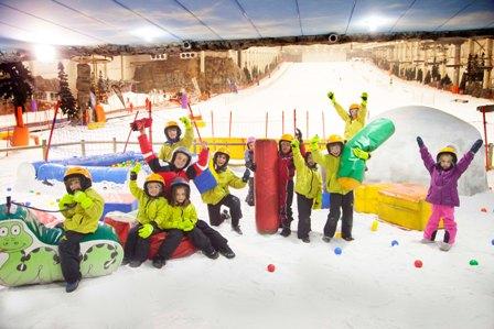 ¡Ya nieva en Madrid! Comienzan las clases extraescolares de la SkiSchool en SnowZone
