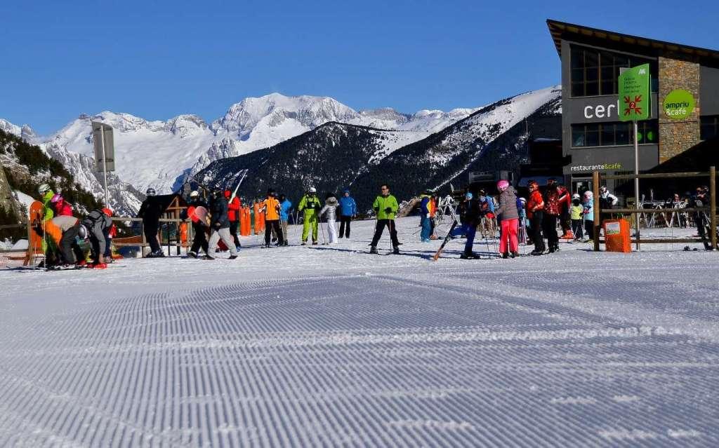 Récord histórico de afluencia en las estaciones de Aramón entre semana con cerca de 15.000 esquiadores
