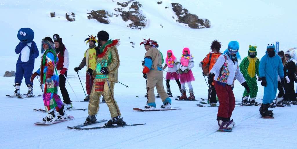 Sierra Nevada celebra el Carnaval más de 100 kilómetros y un descenso de disfraces con forfaits de regalo