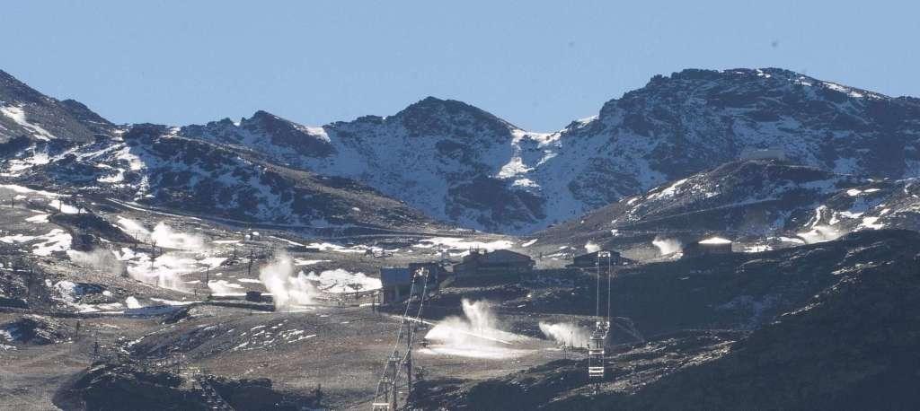 Ensayo general del sistema de nieve producida en Sierra Nevada