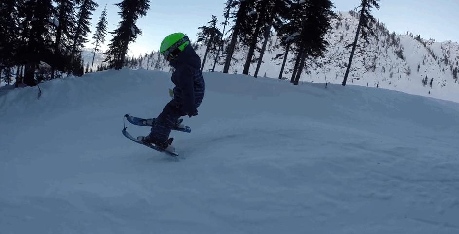 VÍDEO: Esquiando la montaña con sólo dos años
