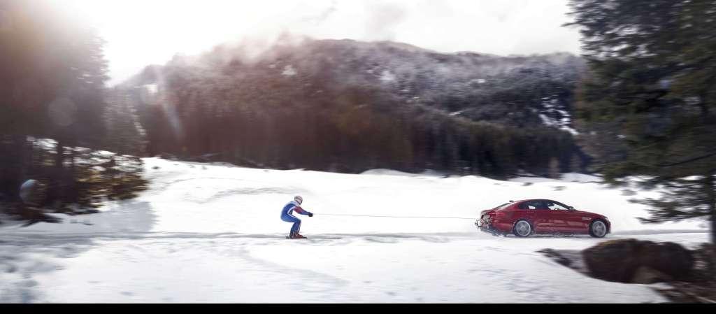 Jaguar ayuda al olímpico Graham Bell a convertirse en el hombre más rápido con esquís