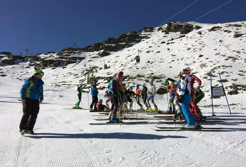 Gran trabajo con esquiadores jóvenes en el II Campus de Velocidad Carolina Ruiz