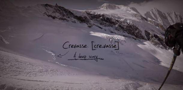 Un esquiador cae en la grieta de un glaciar y lo graba