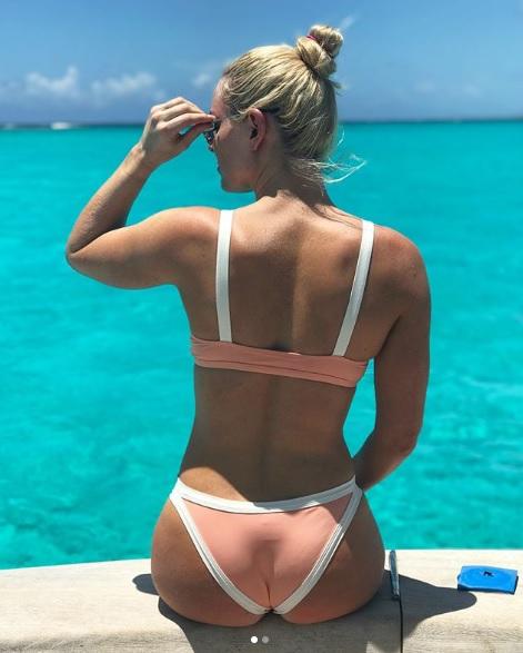 Lindsey Vonn al rescate de la playa