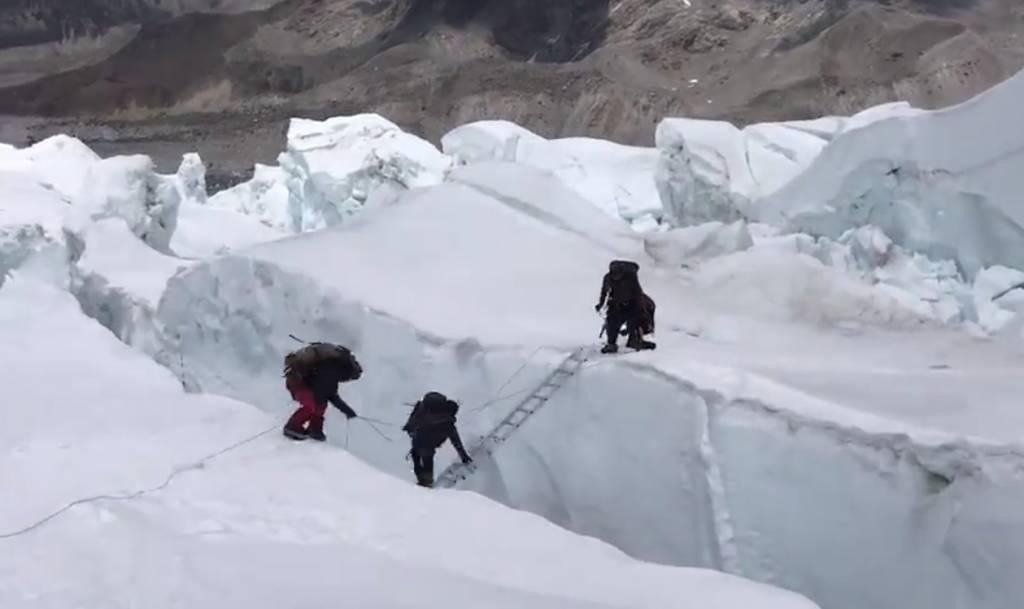 caer por una grieta del Everest