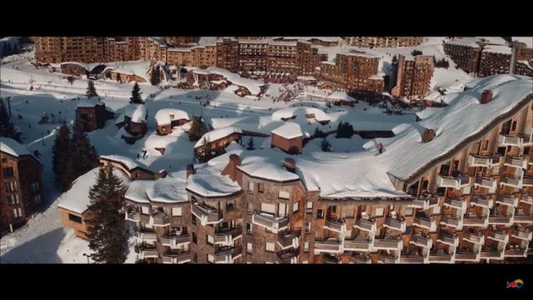 Red Bull presenta lo último en commuting: Esquí por los tejados