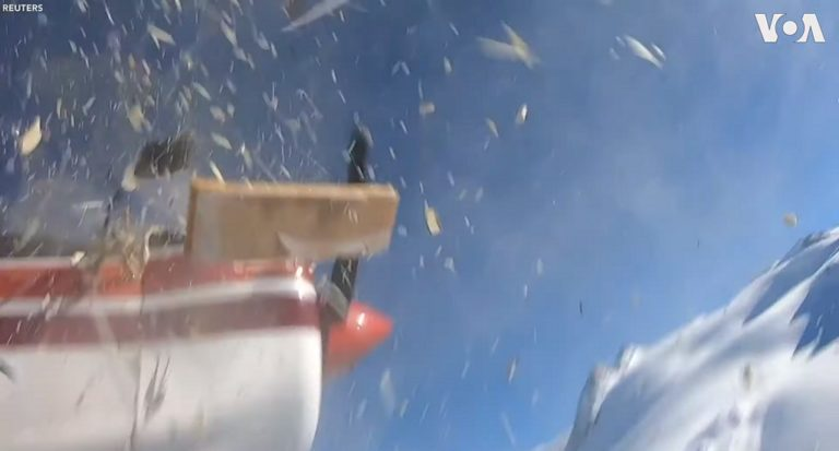 Encuentran 2 GoPro del accidente entre un helicóptero y una avioneta ocurrido en los Alpes italianos